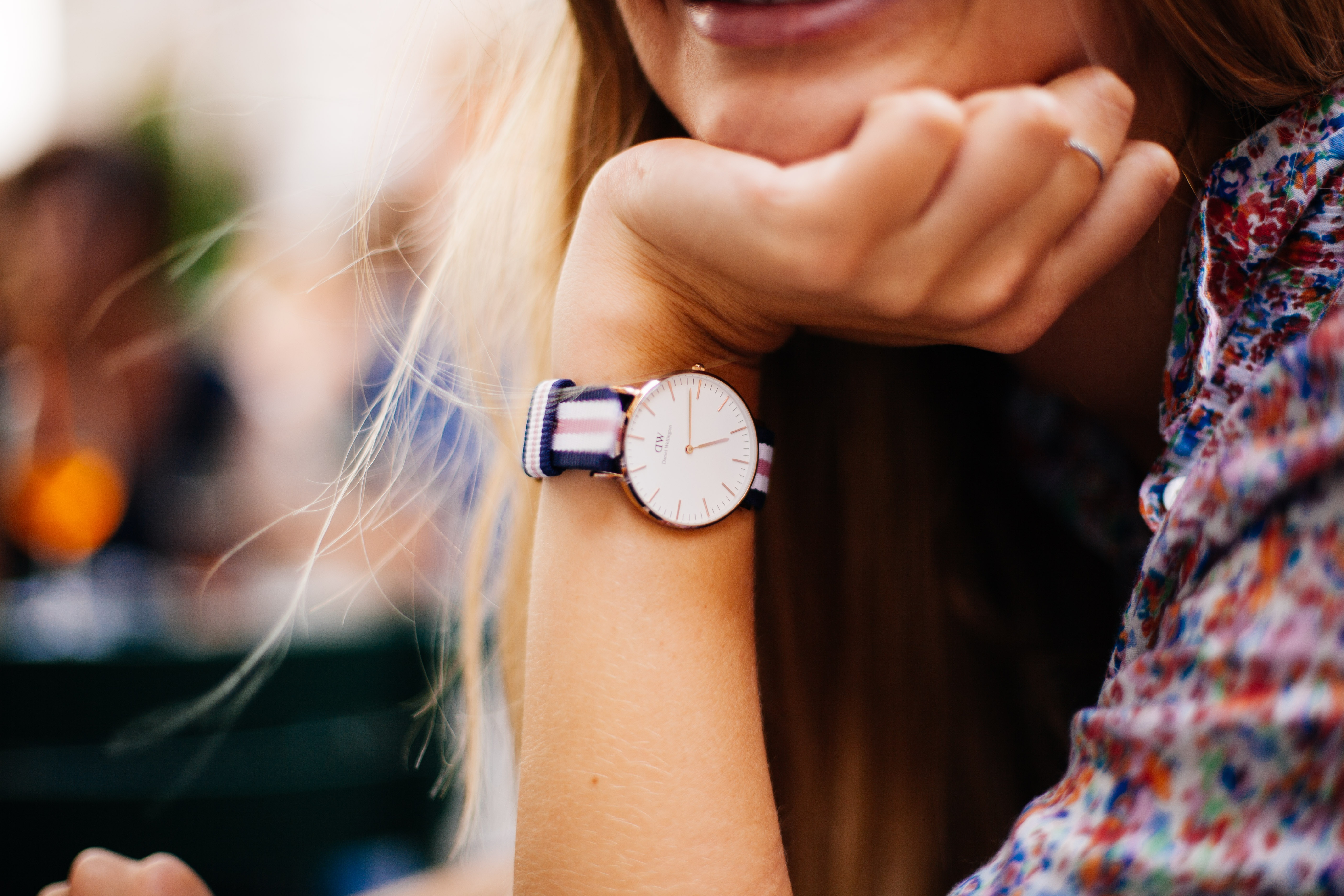 На какой руке носить часы женщинам?